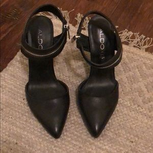 Also pointy-toed pumps with zipper detail